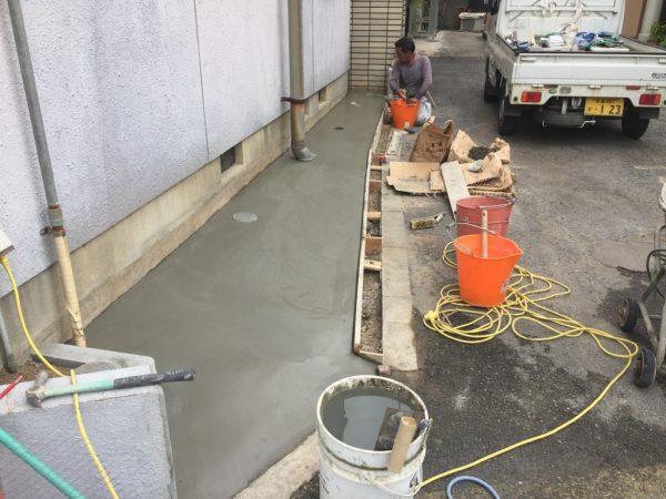 駐輪場セメント後
