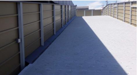 スラブ隙間雨水侵入対策、ガルバリウム鋼板加工品スロープ部分