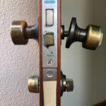玄関のドアの鍵が閉めれなくなった!?